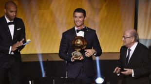 Le Portugais Cristiano Ronaldo a décroché son troisième Ballon d'Or