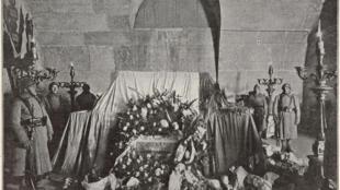 12- A l'intérieur de l'Arc de triomphe © Reproduction Benjamin Gavaudo - Centre des monuments nationaux