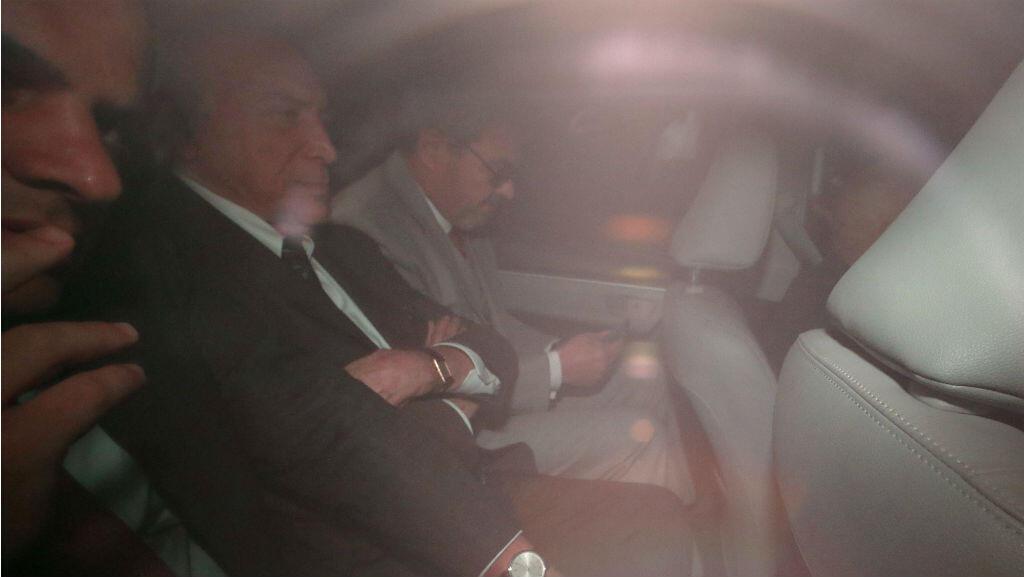 El expresidente de Brasil, Michel Temer, abandona su hogar en un automóvil luego de que un tribunal brasileño ordenó que se le volviera a encarcelar por una investigación en curso sobre denuncias de corrupción. 9 de mayo de 2019.