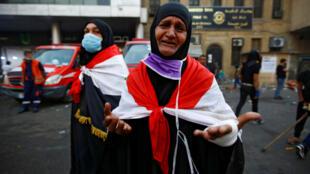 """En Irak, se ordenó a la fuerza pública que detuviera las manifestaciones """"por todos los medios posibles""""."""