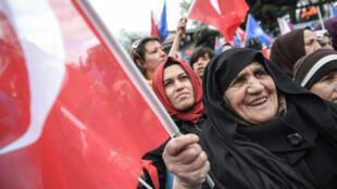 أنصار حزب العدالة والتنمية خلال حملة انتخابية في إسطنبول. 30 مارس/آذار 2019.