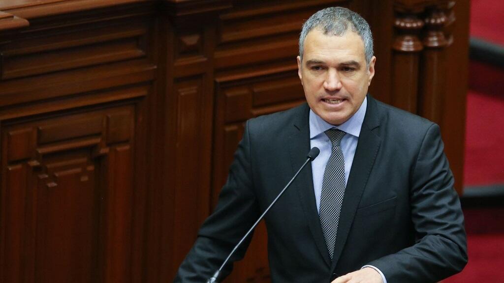 El primer ministro de Perú, Salvador Del Solar, habla ante el Congreso el jueves cuatro de abril, en Lima (Perú).