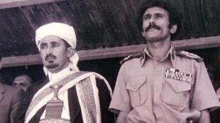 Archive AFP non datée montrant Ali Abdallah Saleh (à droite) en compagnie de l'ancien président du Parlement du Yémen, Abdullah al-Ahmar.