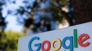 Logo de la empresa Google en uno de los complejos de oficinas de la compañía en Irvine, California, Estados Unidos. Archivo.