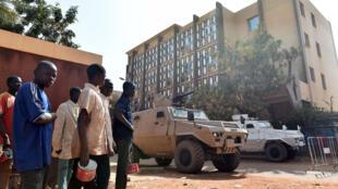 L'accès à la zone de l'hôtel Splendid à Ouagadougou a été restreint le temps de l'enquête, le 17 janvier 2016.