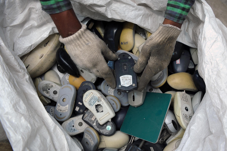 """Au total, 41,8 millions de tonnes de """"e-déchets"""" ont été produites dans le monde en 2014 d'après l'Université des Nations unies."""