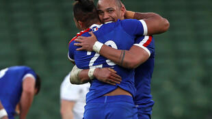 France kept their Six Nations title hopes alive with a 15-13 win over Ireland in Dublin their first there since 2011