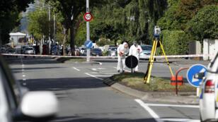 خبراء من الشرطة قرب مسجد النور في كرايستشرش بنيوزيلندا عقب الاعتداء 15 مارس/آذار 2019.