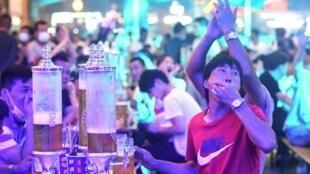 صورة التقطت بتاريخ 1 آب/اغسطس 2020 تظهر أشخاصا خلال مهرجان الجعة في تشينغداو