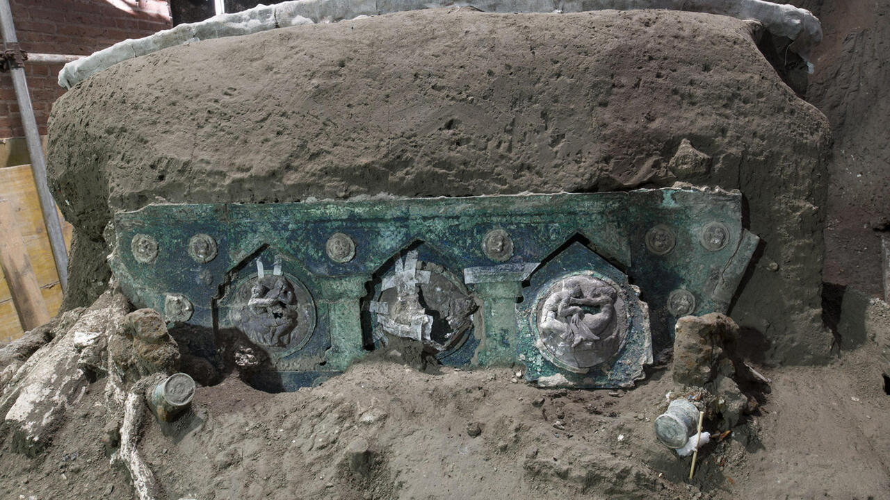 Roman chariot unearthed 'almost intact' near Pompeii - France 24