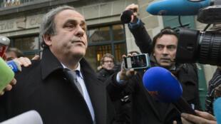 Michel Platini a été suspendu de toute activité liée au football pour huit ans par la Commission d'éthique de la Fifa.