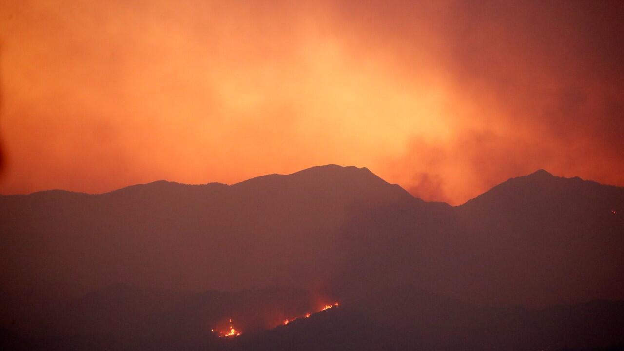 Los incendios forestales arrasan la región montañosa de Larnaca, Chipre, el 3 de julio de 2021.