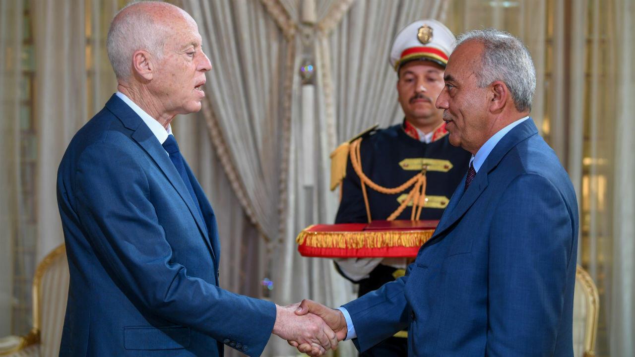 Le président tunisien Kais Saied et l'ancien secrétaire d'État Habib Jemli, proposé par le mouvement Ennahda pour devenir Premier ministre, le 15 novembre 2019 à Tunis.