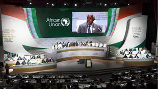 Le président de la commission de l'Union africaine, Moussa Faki Mahamat, prononce un discours lors de l'ouverture du sommet de l'UA à Niamey le 4 juillet 2019.