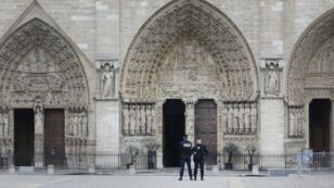 Le parvis de Notre-Dame de Paris, mardi 16 avril.