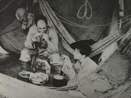 Claude Lévi-Strauss dans son campement, dans le village de Nalike, Amazonie, Brésil