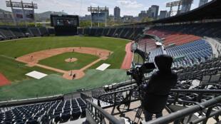 Match de baseball d'avant-saison à huis clos à Séoul le 21 avril 2020