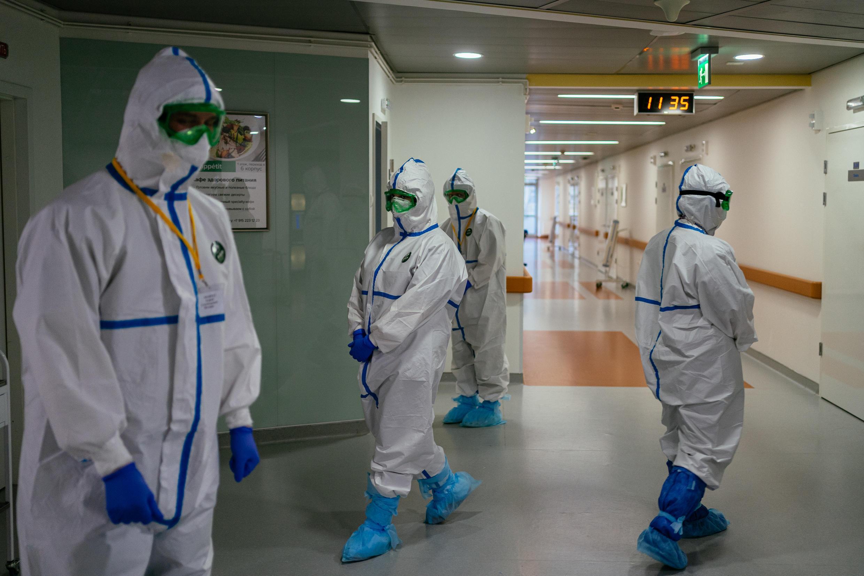 Des membres des équipes soignantes de la clinique de luxe K+31 à Moscou, le 20 avril 2020