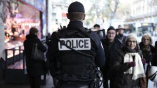 شرطي فرنسي