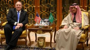 El secretario de Estado de EE. UU., Mike Pompeo, junto al ministro de Relaciones Exteriores de Arabia Saudita, Adel al-Jubeir, en Riad, Arabia Saudita. 13 de enero de 2019.