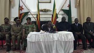 Le président zimbabwéen, Robert Mugabe, à la télévision d'État, dimanche 19 novembre 2017.