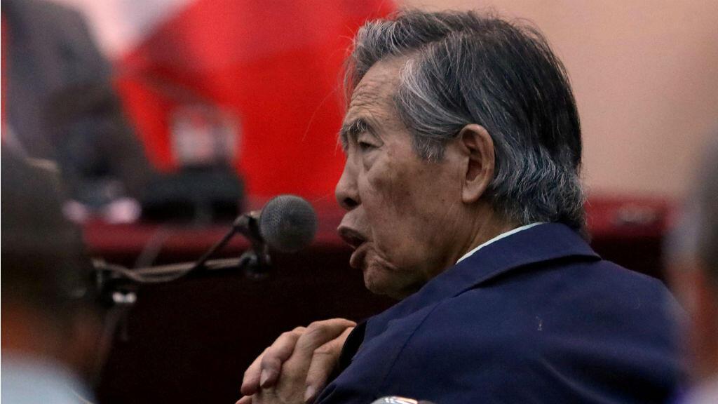 El expresidente de Perú, Alberto Fujimori, asiste a un juicio como testigo en la base naval de Callao, Perú, el 15 de marzo de 2018.