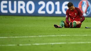 كريستيانو رونالدو في مباراة للمنتخب البرتغالي ضد نظيره الفرنسي - نهائي بطولة أوروبا يوليو/تموز 2016
