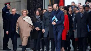 El primer ministro francés, Edouard Philippe, y miembros del gobierno francés llegan al Palacio del Elíseo para la primera reunión semanal del gabinete del año en París, Francia, el 4 de enero de 2019.