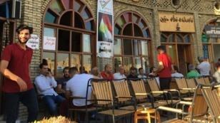 Le salon de thé Machko, adossé à la muraille de la citadelle d'Erbil, classée au patrimoine de l'Unesco.