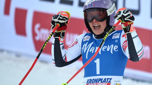 La Française Tessa Worley, à l'arrivée de la 2e manche du géant de Kronplatz, comptant pour la Coupe du monde, le 26 janvier  2021 à Plan de Corones (Italie)