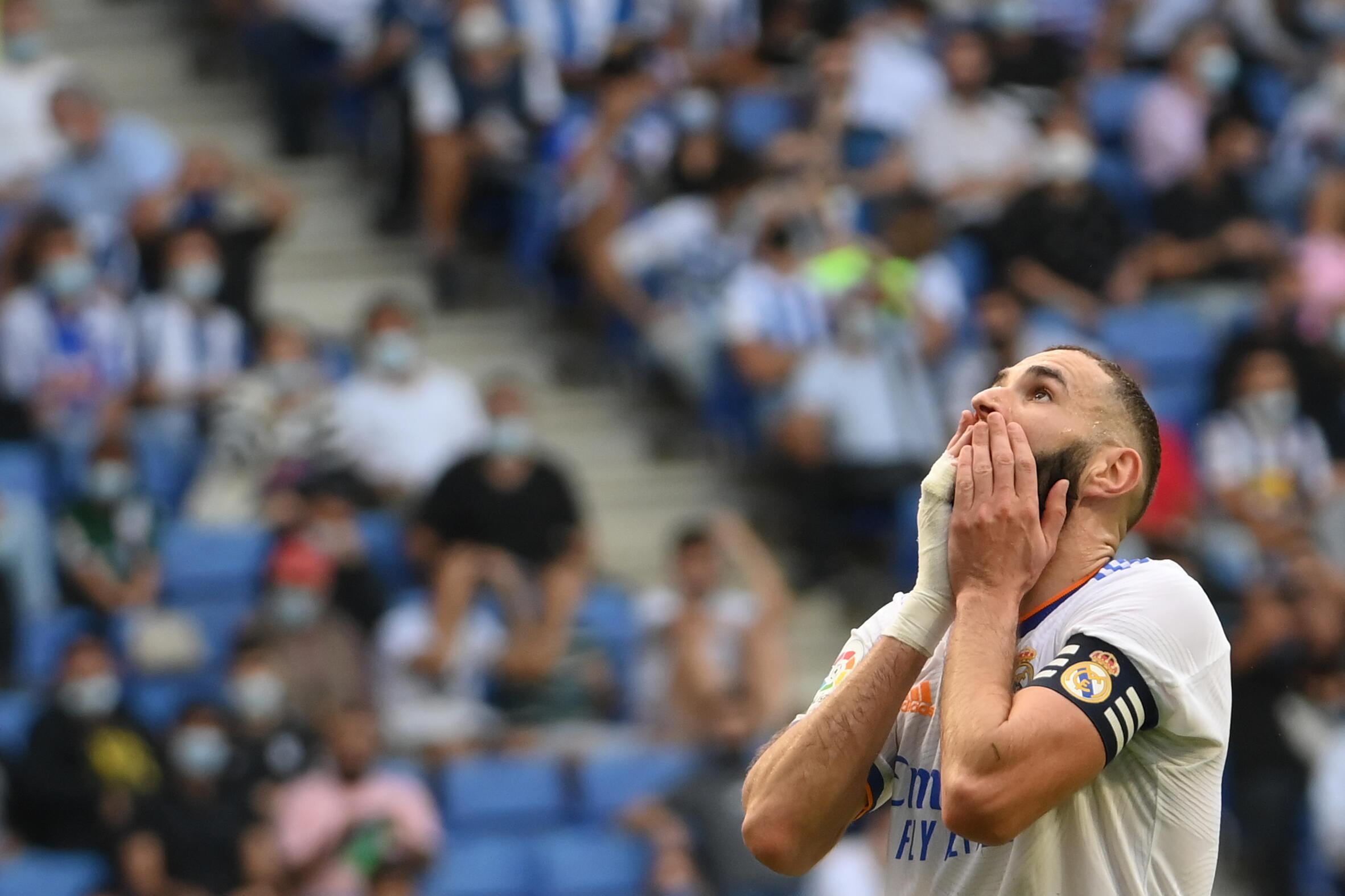 L'attaquant français du Real Madrid, Karim Benzema, lors de la défaite, 2-1 face à l'Espanyol Barcelone, lors de la 8e journée de LaLiga, le 3 octobre à Cornellà de Llobregat