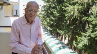 المفكر والأنتروبولوجي التونسي يوسف الصديق في منزله في تونس العاصمة، 23 أيار/مايو 2020