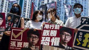 نشطاء داعمون للديموقراطية خلال تظاهرة في هونغ كونغ في 12 تموز/يوليو 2020