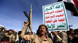 Manifestation de Houthis à Sanaa pour marquer le quatrième anniversaire de l'intervention de la coalition arabe au Yémen, le 26 mars 2019.
