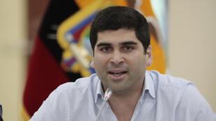 El renunciante vicepresidente ecuatoriano Otto Sonnenholzner, en rueda de prensa en Quito, el 14 de marzo de 2020