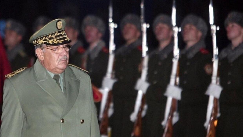 الجزائر: قايد صالح يشيد بالأحكام على مسؤولين سابقين وينفي دعم الجيش لأي مرشح للرئاسة