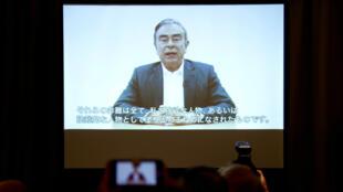 """El expresidente de Nissan, Carlos Ghosn, denunció una presunta """"traición"""" por parte de los ejecutivos de la compañía, a través de un video transmitido en una conferencia de prensa por sus abogados en Tokio, Japón, el nueve de abril de 2019."""