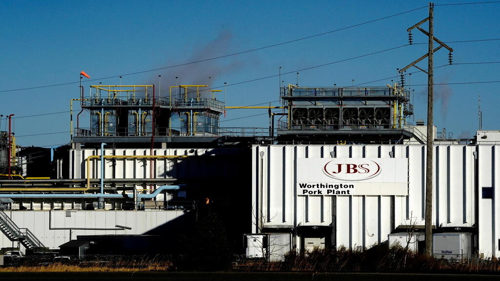 US says cyber attack on world's largest meatpacker likely from Russia thumbnail