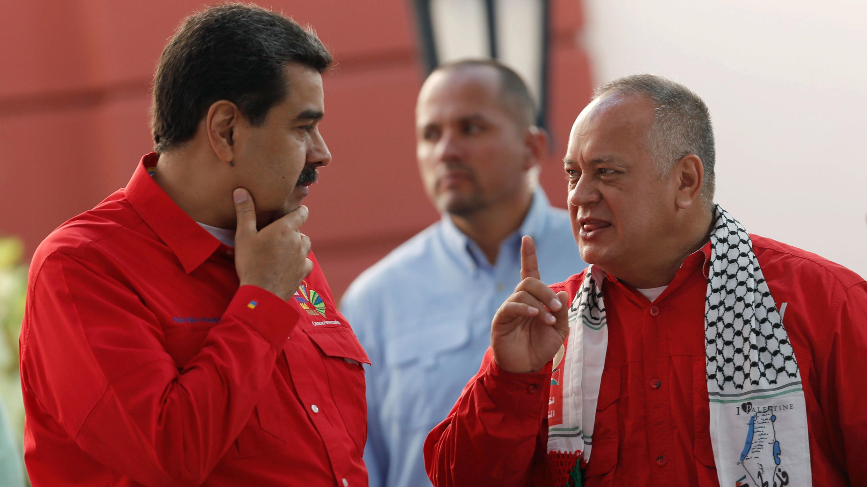 El presidente Nicolás Maduro, junto al presidente de la Asamblea Nacional Constituyente, Diosdado Cabello durante una reunión del Foro de Sao Paulo en Caracas, Venezuela, el 28 de julio de 2019.