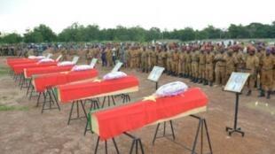 تشييع جثامين رجال أمن قتلوا خلال هجوم لتنظيم متشدد، آب/أغسطس 2018.