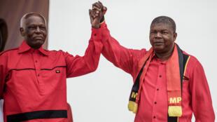 Le président angolais José Eduardo Dos Santos et son dauphin désigné Joao Lourenço, le 19 aout 2017.