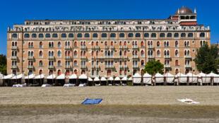 L'Hôtel Excelsior sur la plage du Lido en septembre 2018 à Venise