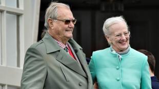 Enrique (i) solicitó a mediados del año pasado un funeral distinto a los acostumbrados para la realeza en Dinamarca