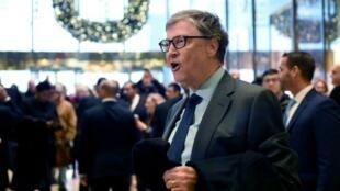 """مؤسس """"مايكروسوفت"""" بيل غيتس، في 13 كانون الأول/1/ديسمبر 2016 ببرج دونالد ترامب."""