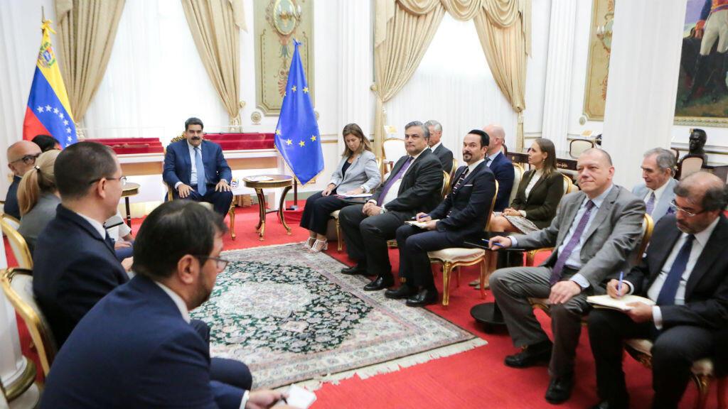 Archivo-Representantes diplomáticos acreditados de la Unión Europea asisten a una reunión con el presidente de Venezuela, Nicolás Maduro, en Caracas, Venezuela, el 18 de enero de 2019.