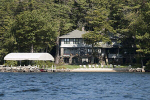 Mitt Romney's lakefront holiday home in New Hampshire. (Credit: stannate via flickr)