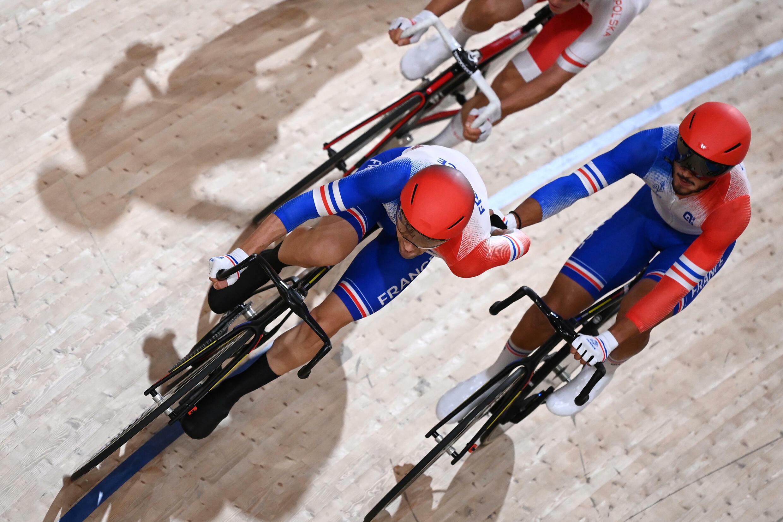 Donavan Grondin (d) et Benjamin Thomas, médaillés de bronze sur l'américaine, sur le vélodrome d'Izu, le 7 août 2021 aux Jeux de Tokyo