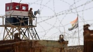 جندي مصري على الحدود