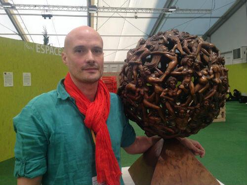 Jean-Sebastien Raud a débuté sa carrière de sculpteur après la chute du mur de Berlin.