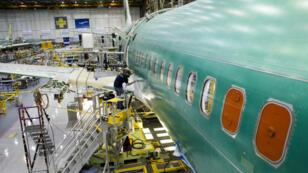 Boeing a tenu à nuancer l'impact de la cyberattaque, affirmant qu'elle avait eu une portée limitée et qu'elle n'avait pas affecté les lignes de production.